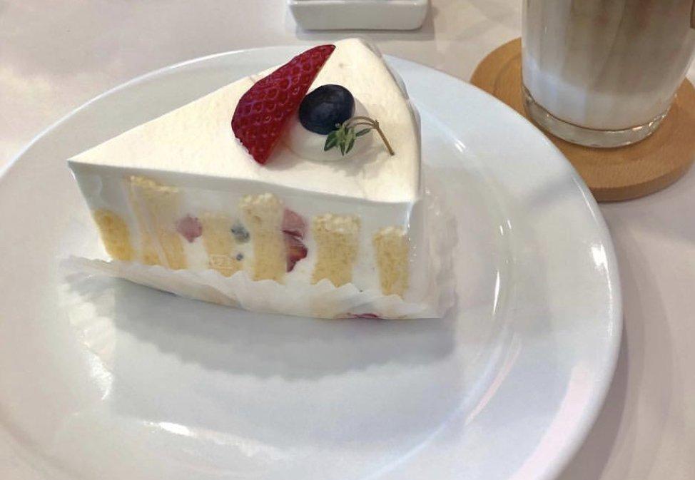 少し今日はご褒美?でケーキ^ ^甘いの大好き!