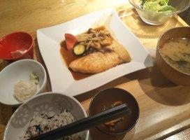 ご飯美味しい💗今日は午後から頑張ります(p`・ω・´q)台風…