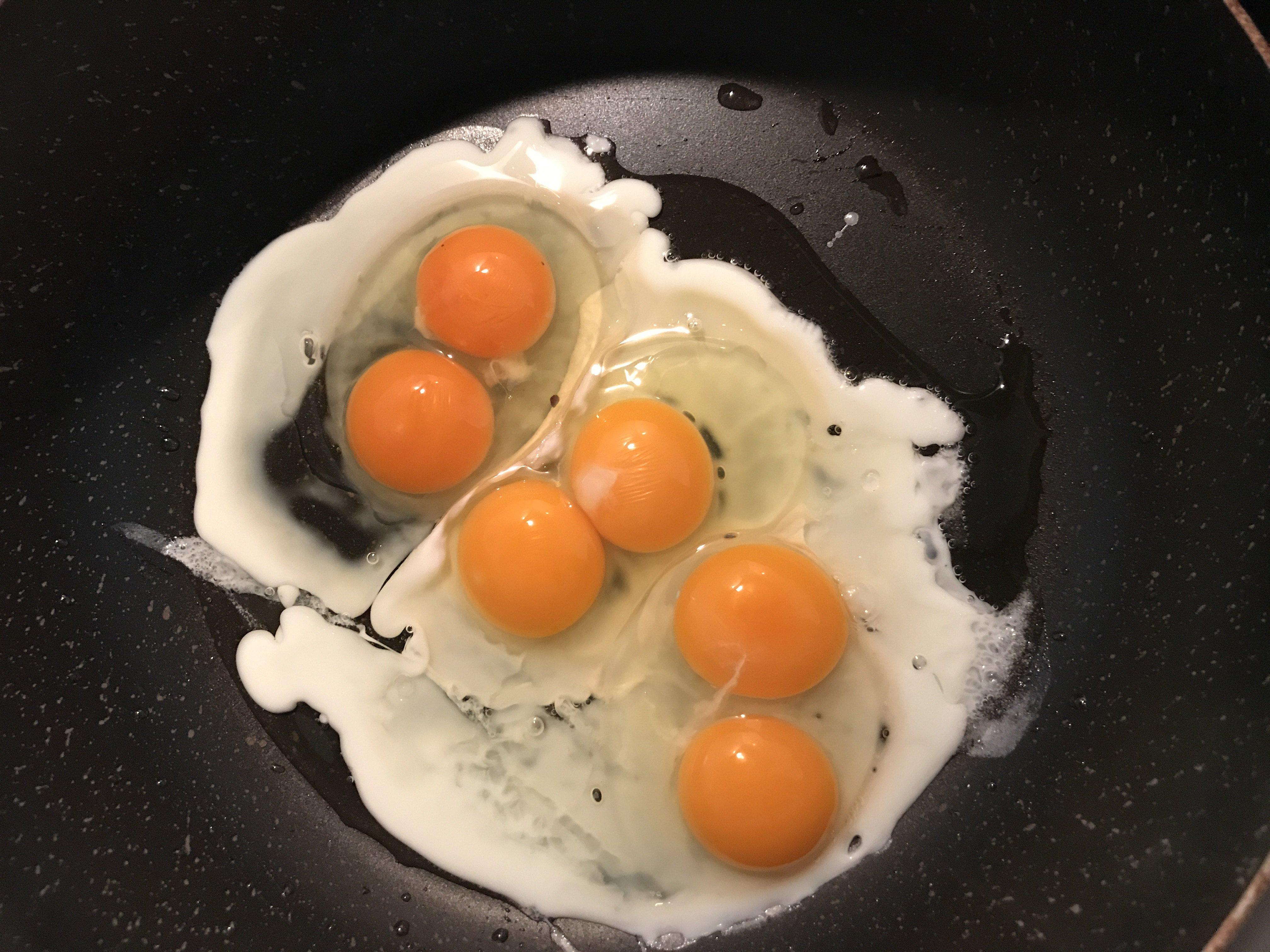 朝、卵を割ったら、、双子ちゃんが3つ!!!なんとなくいいこ…