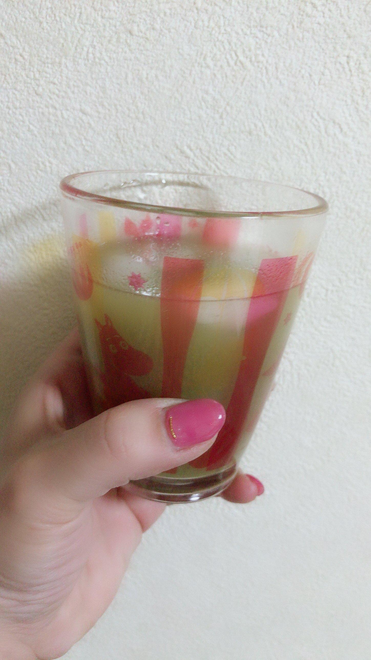 青汁^ ^でもこれフルーツっぽい味でゴクゴク飲めちゃうんだよ&#…