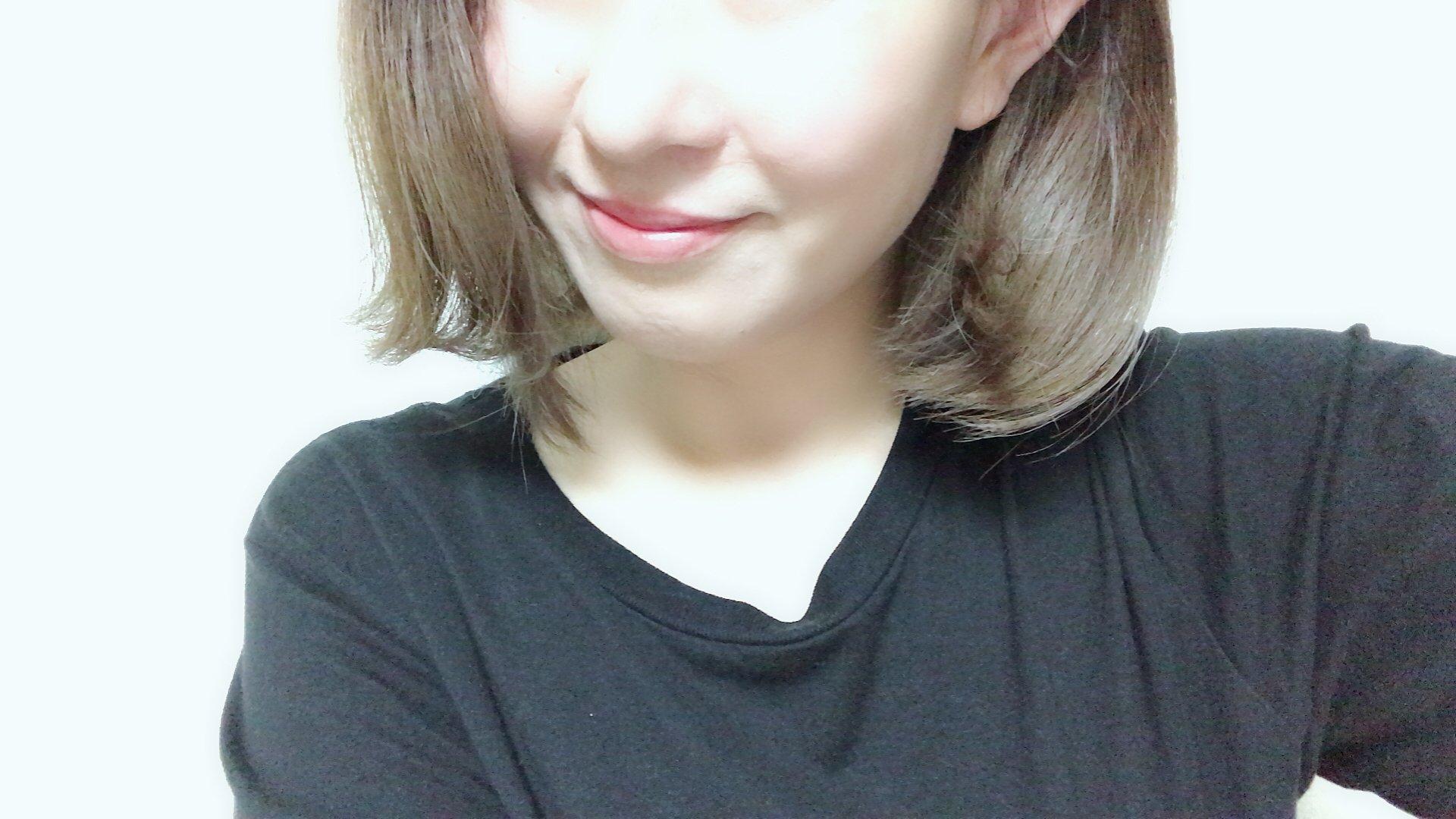 髪をバッサリ切りました( ´ ▽ ` )20センチほど、、笑雰囲気変わ…