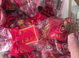 バレンタインコーナーが可愛いですっ(*´-`)でも、あげる相手が…