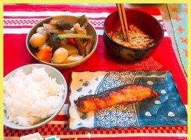 こんな時間に飯テロ┏( ^o^)┛健康メニューの夕飯でした(ノ)・ω・(ヾ…