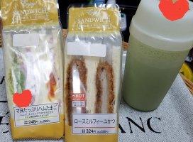 少しお腹が空いたのでサンドイッチ食べるv(・∀・*)