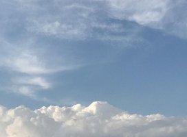 本日の雲です(o´〰`o)♡*✲゚*。綺麗だよねセン…