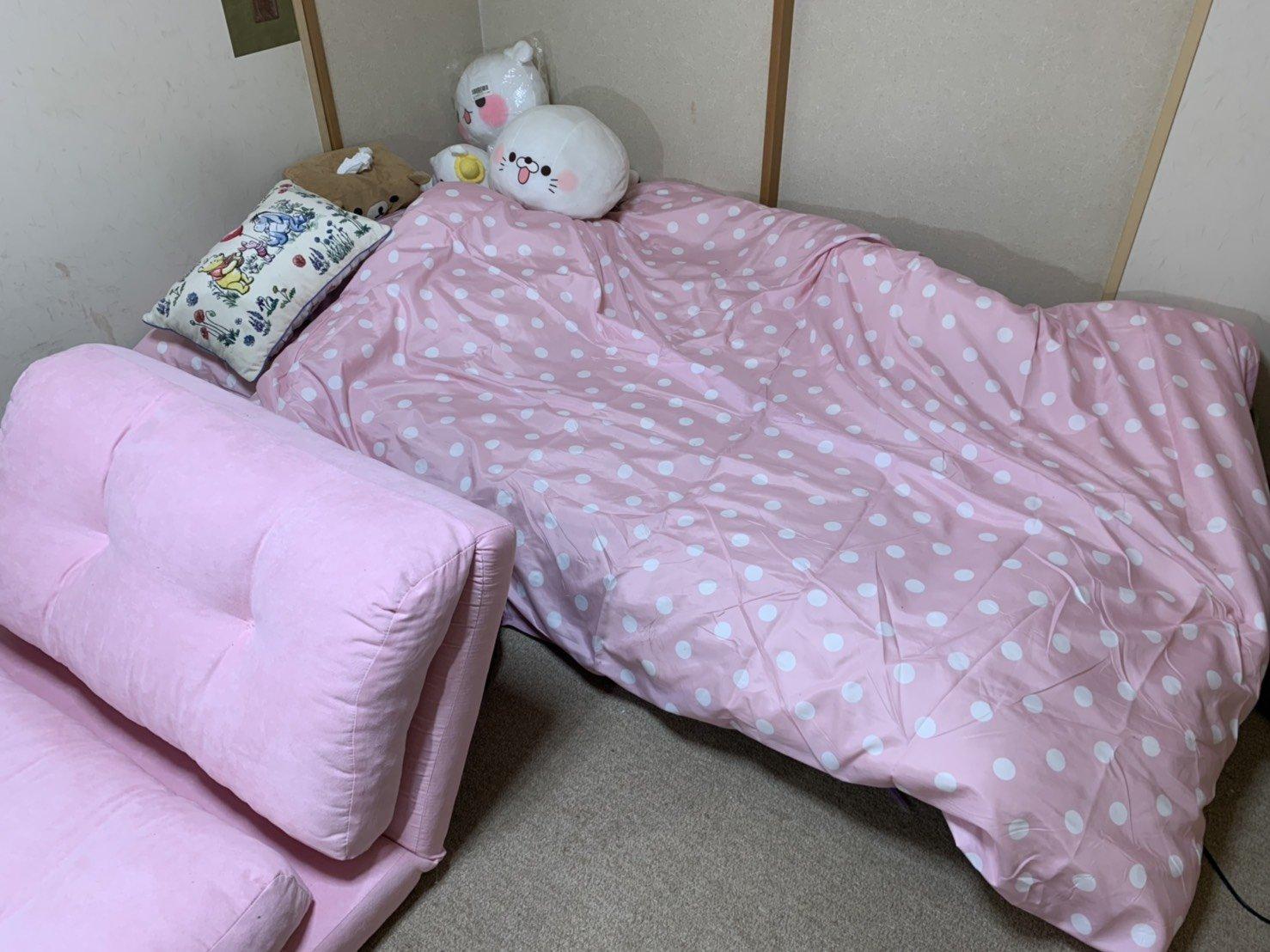 春だしお部屋模様替えました新しいお布団と新しいソフ…