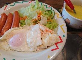 昨日の朝食は少し豪華だったわいつも小さいものなのだけれど…今…