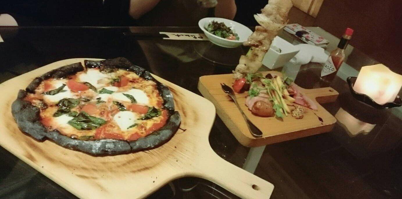 前に友達と食べたピザすごい美味しかった〜✨ピザ食べた…