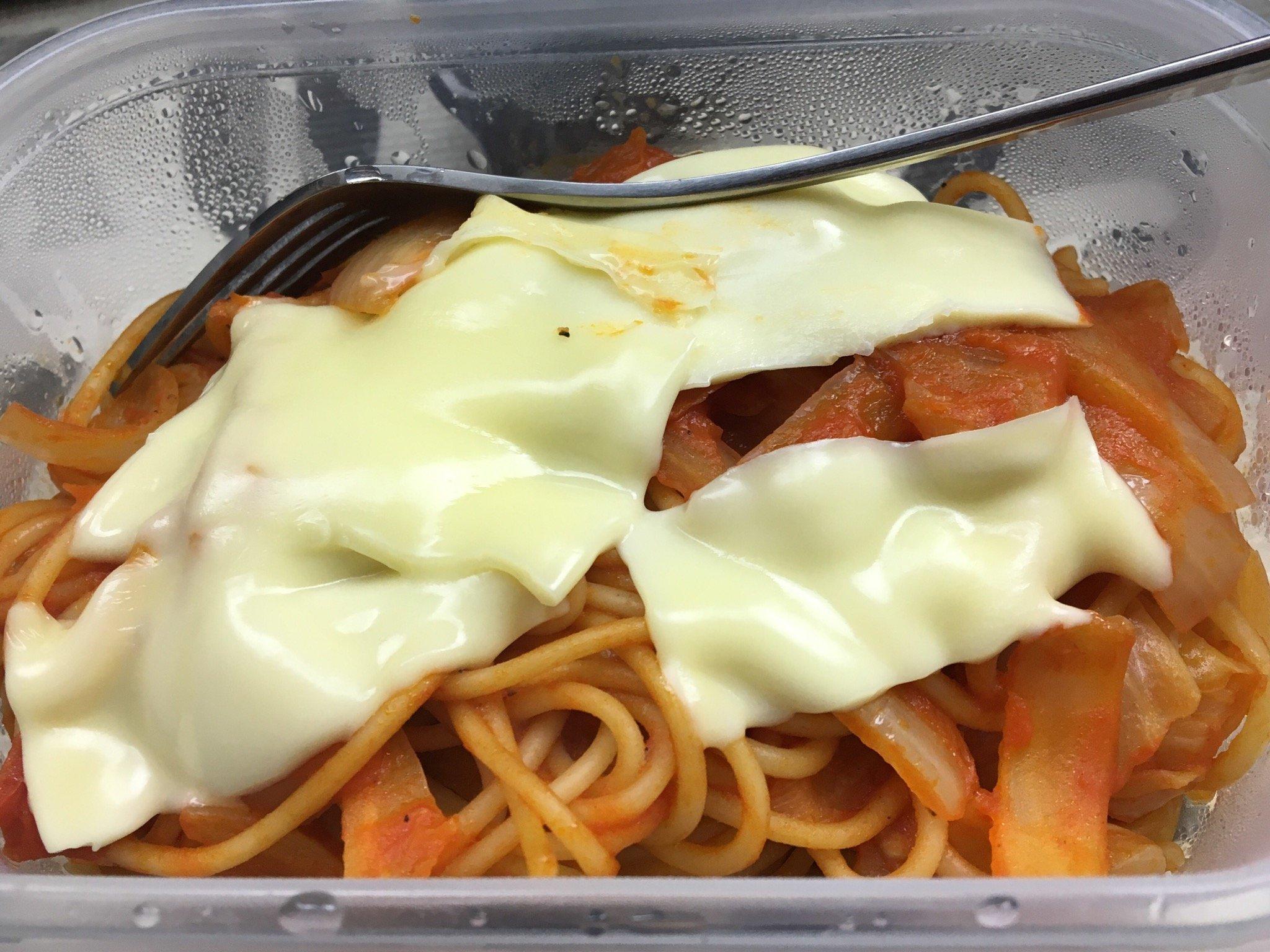 自炊するときはする!お夜食にチーズナポリタン( ´ ꒳ ` )…