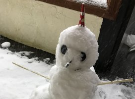 ゆきゆきゆき!(笑)誰かの作った雪だるまー♪♪♪お仕事終わってこ…