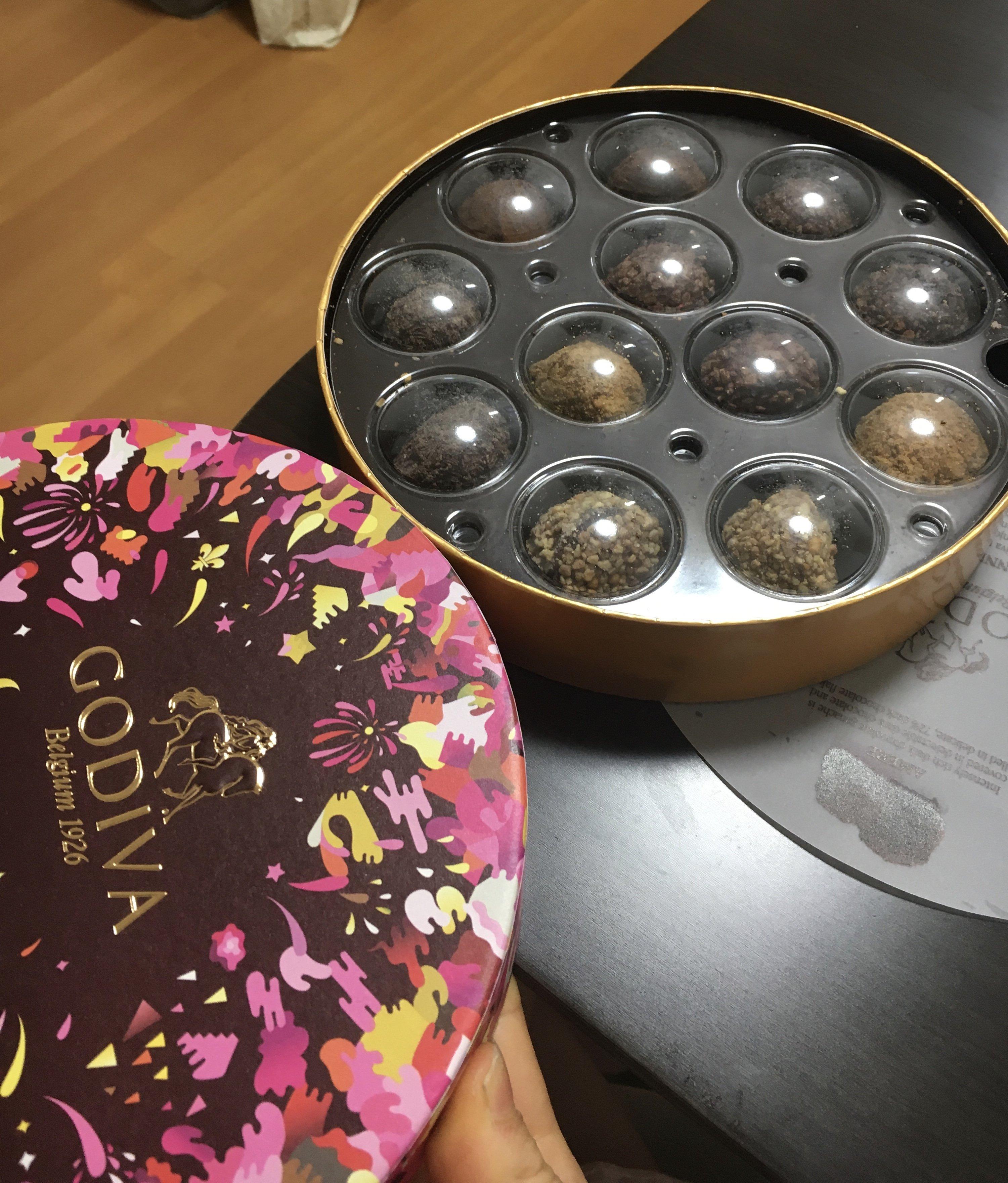 頂いたGODIVA(*´∀`*)チョコレートは正義(๑╹ω&#959…