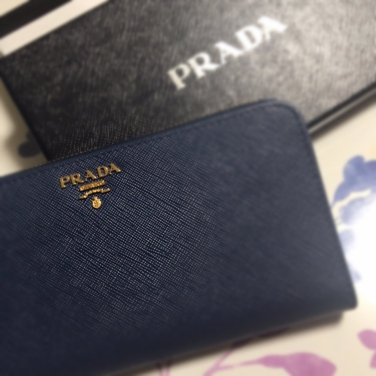 旦那からちょっと早めの誕生日プレゼントもらったよ♡財布…