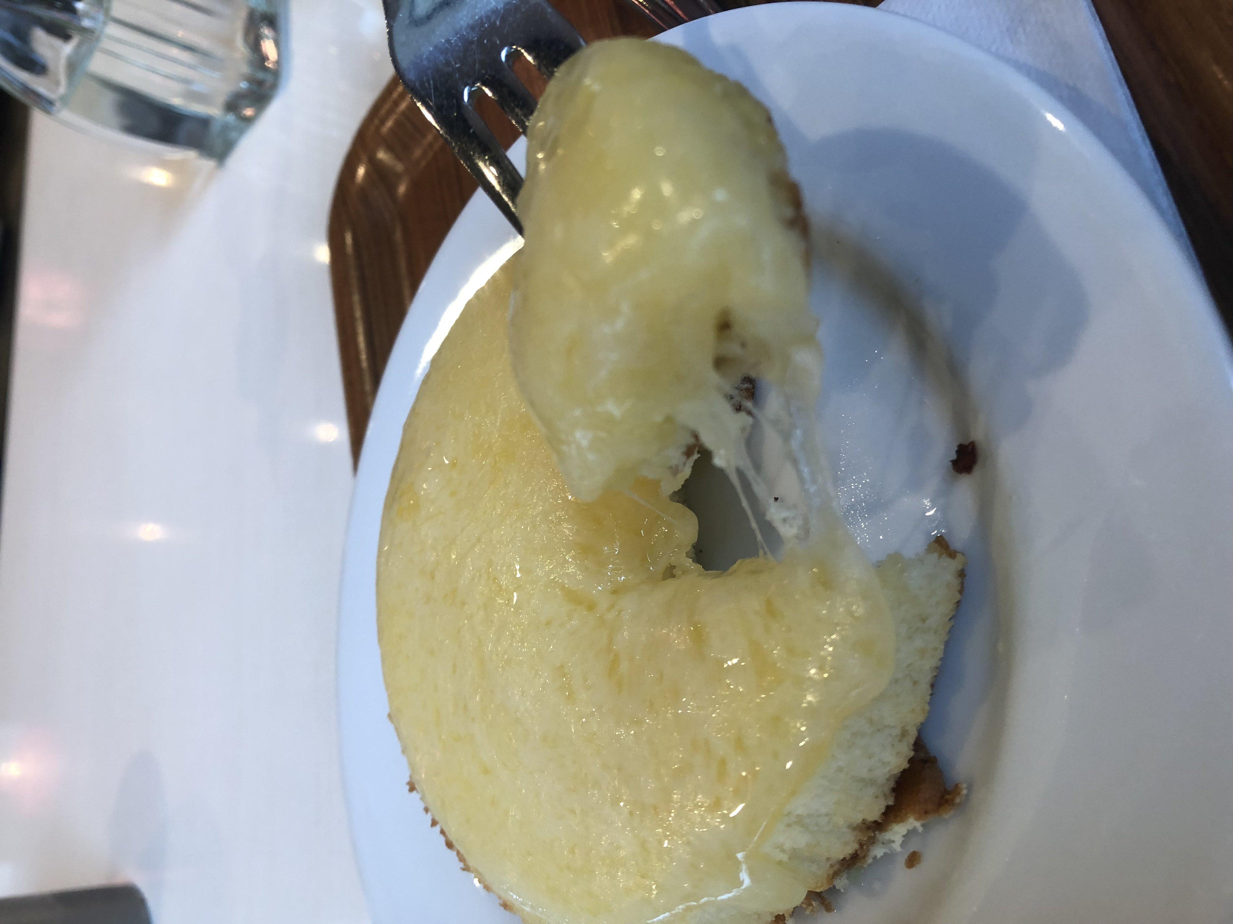どこかのか忘れたけどお土産でいただいたこのチーズケーキ死ぬ…