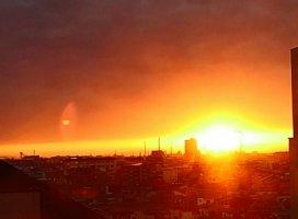 夕陽が街をオレンジ色に染めてます🌇キレイだよー( ・∇…