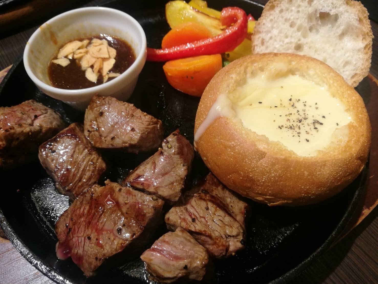 お肉とチーズフォンデュ♪食べてきました(*^◯^*)チーズが入って…