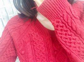 昨日チャットで初めて赤のニット着てみました!原色だからギラ…