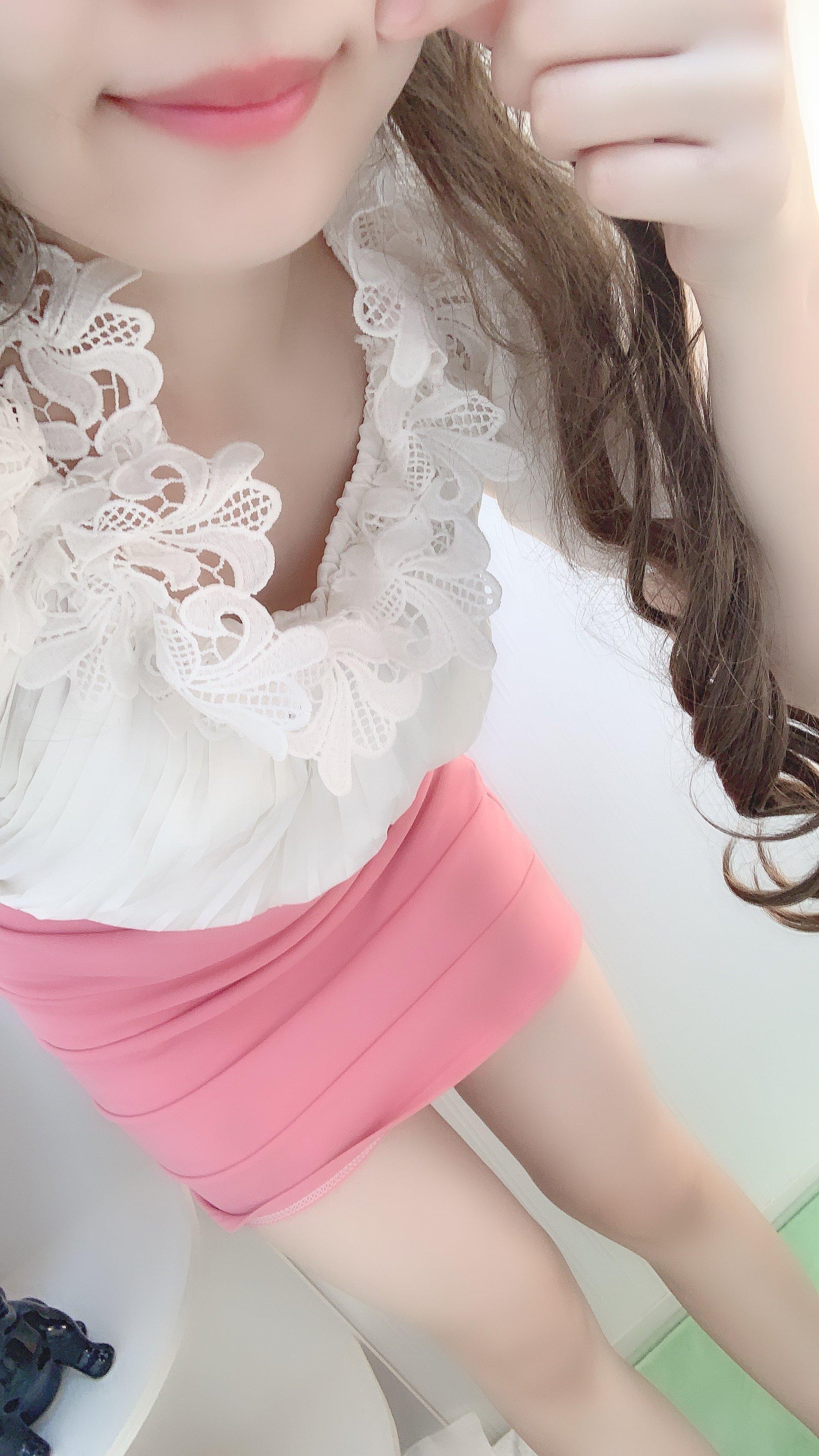 今日は、ピンクのタイトなスカート実は昨日ショートの気分だっ…