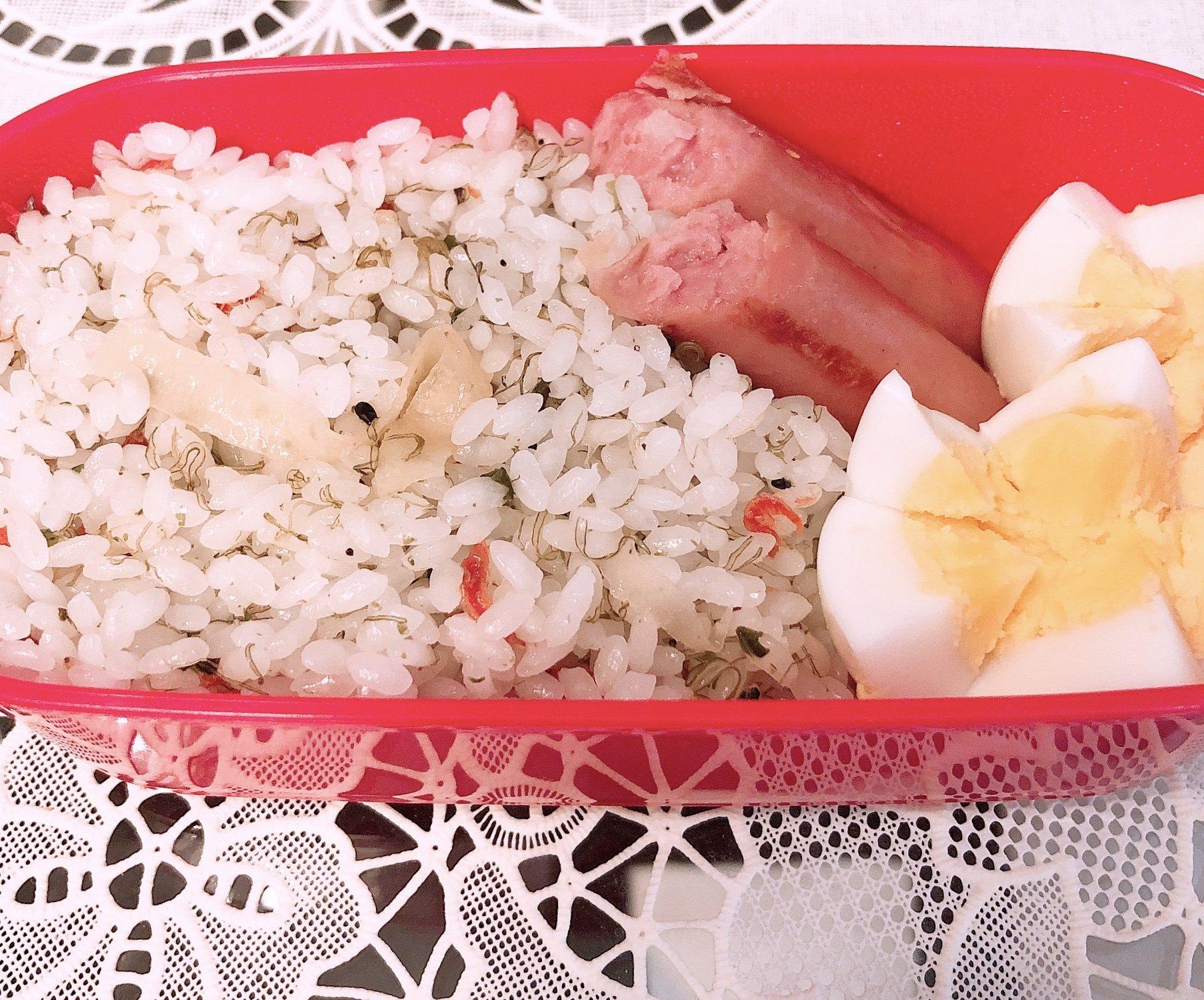 りなの今日のお昼ごはん!お弁当作ったよ!!中身はシンプルだ…