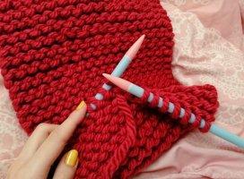 久しぶりに毛糸マフラー作成中♪出来上がった頃にはもう暖かくな…