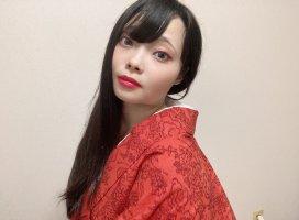 今日は、結城紬。北関東の着物ブランドで、冬でも暖かい生地な…
