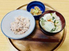 今日の朝ごはん!ごはん、納豆、昨日のお鍋を食べました♡…