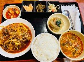 今日のお昼ごはん!プルコギ定食〜!!!バイト中の幸せランチ…