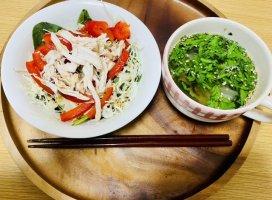 今日の晩ご飯!赤パプリカとほうれん草とキャベツと茹で鶏のサ…