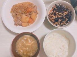 今日のごはん〜〜!!!肉じゃがひじきの煮物海苔…