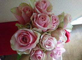 こんにちわ✨今日はお花をいただきました✨薔薇っ…